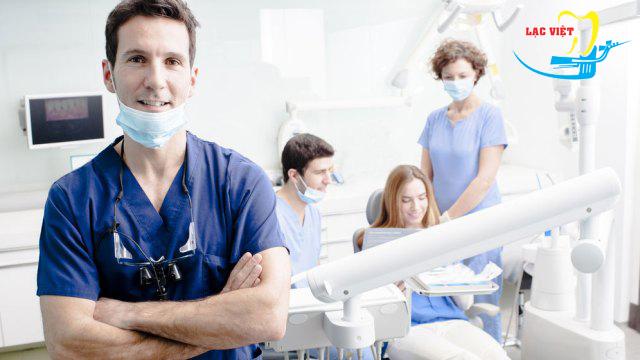 Làm răng implant ở đâu tốt đồng nghĩa nơi đó phải có đội ngũ bác sỹ có trình độ chuyên môn cao